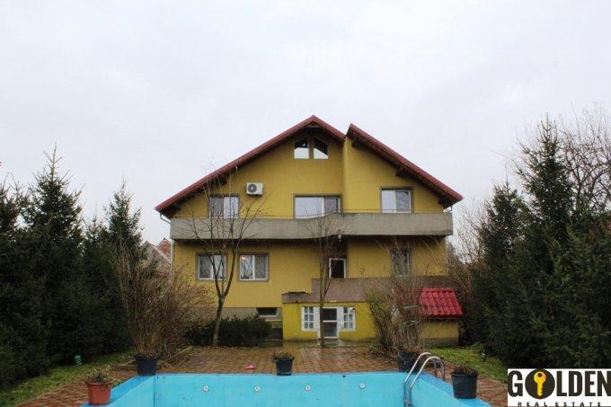 Vila de vanzare cu 6 camere, cu 4 grupuri sanitare, suprafata utila 440 mp. Suprafata terenului 2800 metri patrati, deschidere 20 metri. Pret: 225.000 euro. Vila