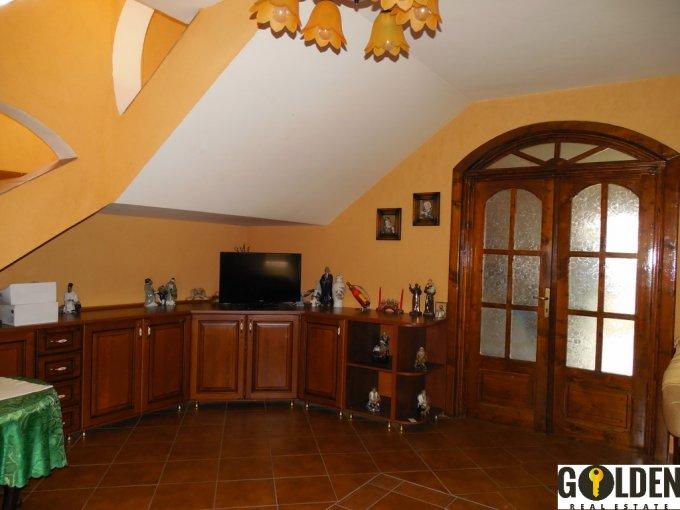 Vila cu 4 camere, 1 etaj, cu suprafata utila de 540 mp, 2 grupuri sanitare, 1  balcon. 135.000 euro negociabil. Vila Bujac Arad