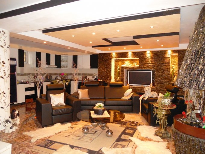 Vila de vanzare direct de la agentie imobiliara, in Arad, zona Vlaicu, cu 150.000 euro negociabil. 1  balcon, 2 grupuri sanitare, suprafata utila 245 mp. Are 1 etaj si 7 camere.