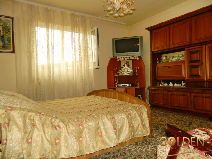 Vila cu 1 etaj, 4 camere, 2 grupuri sanitare, avand suprafata utila 140 mp. Pret: 95.000 euro negociabil. agentie imobiliara vanzare Vila.