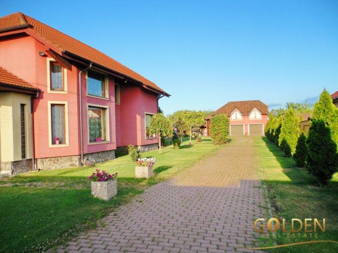 Zimand Cuz vila cu 4 camere, 1 etaj, 2 grupuri sanitare, cu suprafata utila de 180 mp, suprafata teren 1200 mp si deschidere de 30 metri. In localitatea Zimand Cuz.