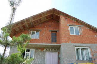 vanzare vila de la proprietar, cu 1 etaj, 7 camere, comuna Iratosu