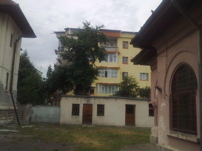 Apartament de vanzare in Campulung-Muscel cu 2 camere, cu 1 grup sanitar, suprafata utila 60 mp. Pret: 28.000 euro negociabil.