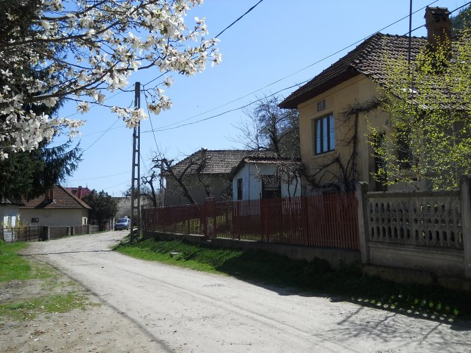 vanzare casa de la proprietar, cu 2 camere, comuna Leresti