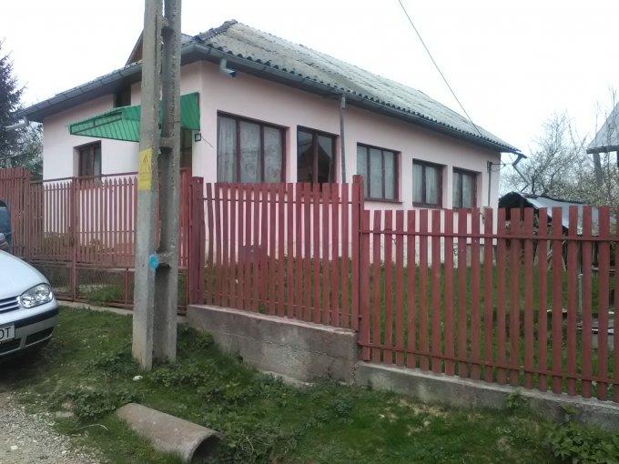 Bughea de Jos casa cu 2 camere, 1 grup sanitar, cu suprafata utila de 45 mp, suprafata teren 1920 mp si deschidere de 25 metri. In comuna Bughea de Jos.