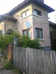 agentie imobiliara vand Casa cu 4 camere, zona Centru, orasul Campulung-Muscel