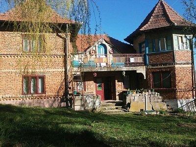 Casa de vanzare direct de la agentie imobiliara, in Cimpulung Muscel, cu 30.000 euro. 1  balcon, 1 grup sanitar, suprafata utila 190 mp. Are  7 camere.