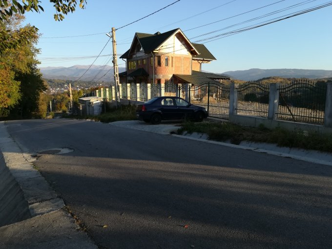 Campulung-Muscel casa cu 7 camere, 4 grupuri sanitare, cu suprafata utila de 230 mp, suprafata teren 2000 mp si deschidere de 50 metri. In orasul Campulung-Muscel.