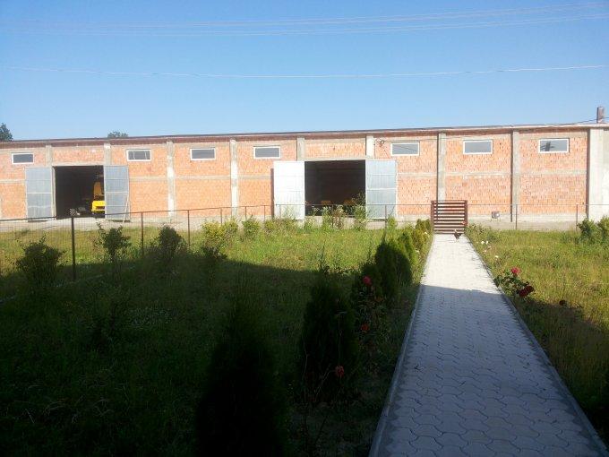 de vanzare ferma vegetala, 1 grup sanitar, cu suprafata utila de 150 mp, suprafata teren 150 mp si deschidere de 50 metri. In comuna Ratesti.