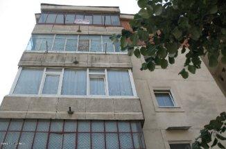 agentie imobiliara inchiriez apartament decomandat, in zona Rolast, orasul Pitesti