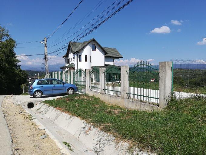 Vila de vanzare direct de la proprietar, in Campulung-Muscel, zona Est, cu 188.000 euro negociabil. 3  balcoane, 4 grupuri sanitare, suprafata utila 230 mp. Are 1 etaj si 8 camere.