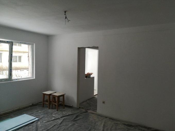 vanzare Duplex Bacau cu 2 camere, cu 1 grup sanitar, suprafata utila 45 mp. Pret: 28.500 euro negociabil.