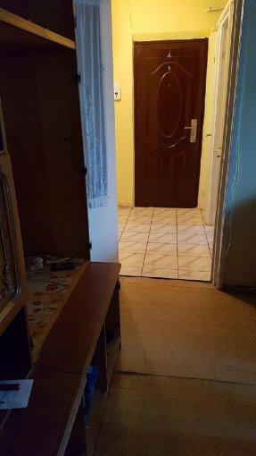 vanzare Apartament Bacau cu 2 camere, cu 1 grup sanitar, suprafata utila 42 mp. Pret: 30.000 euro negociabil. Incalzire: Centrala proprie a locuintei. Racire: Sistem de ventilatie naturala.