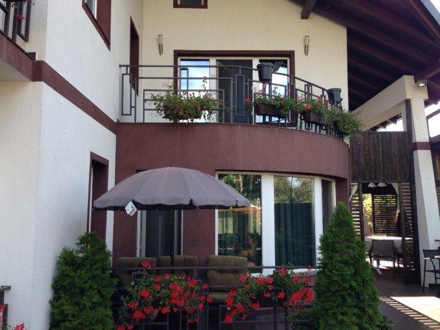 Vila cu 6 camere, 1 etaj, cu suprafata utila de 340 mp, 4 grupuri sanitare. 245.000 euro negociabil. Vila Serbanesti 1 Bacau
