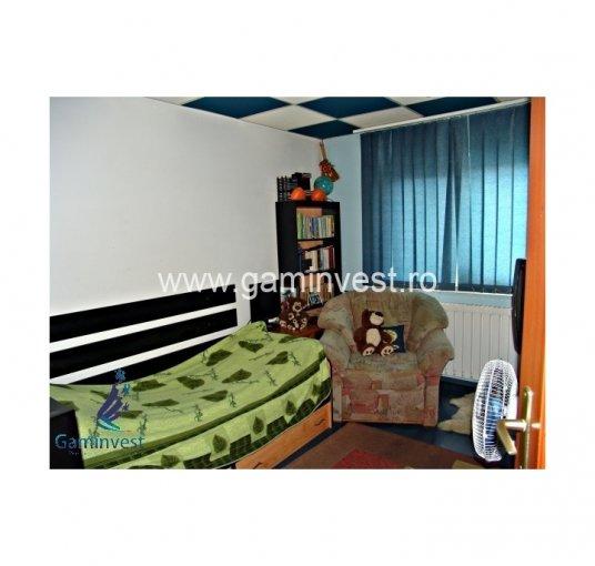 vanzare Apartament Oradea cu 3 camere, cu 2 grupuri sanitare, suprafata utila 70 mp. Pret: 42.000 euro negociabil. Incalzire: Incalzire prin termoficare.