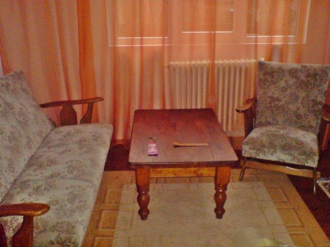 Apartament de inchiriat in Oradea cu 3 camere, cu 1 grup sanitar, suprafata utila 86 mp. Pret: 290 euro negociabil.