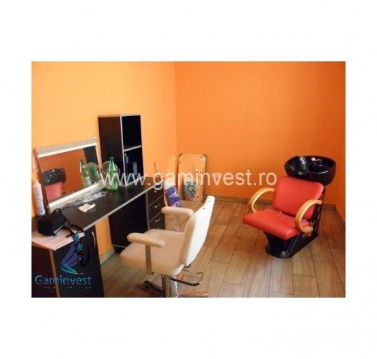 vanzare Casa Oradea cu 3 camere, 2 grupuri sanitare, avand suprafata utila 70 mp. Pret: 50.000 euro negociabil. agentie imobiliara vand Casa.
