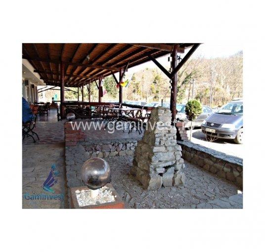 de vanzare spatiu comercial cu 15 incaperi, 4 grupuri sanitare, suprafata de 822 mp. In orasul Oradea. 135.000 euro negociabil.