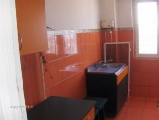 vanzare apartament cu 3 camere, decomandata, orasul Braila