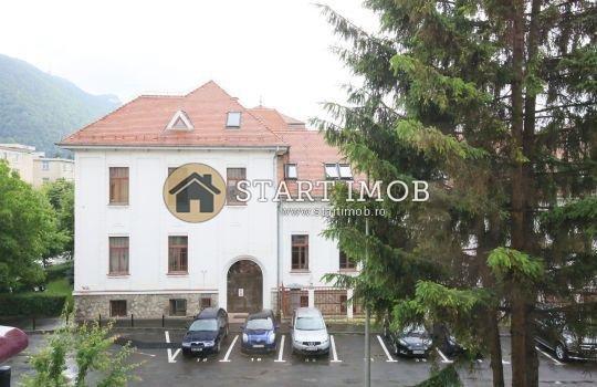 Apartament inchiriere Brasov 2 camere, suprafata utila 52 mp, 1 grup sanitar, 1  balcon. 300 euro. Etajul 2 / 4. Destinatie: Rezidenta. Apartament Centrul Civic Brasov