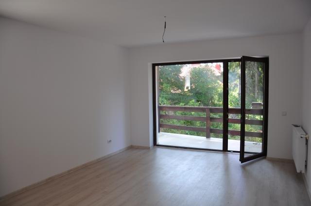 Apartament de vanzare direct de la agentie imobiliara, in Predeal, in zona Cioplea, cu 45.000 euro. 2  balcoane, 2 grupuri sanitare, suprafata utila 57 mp.