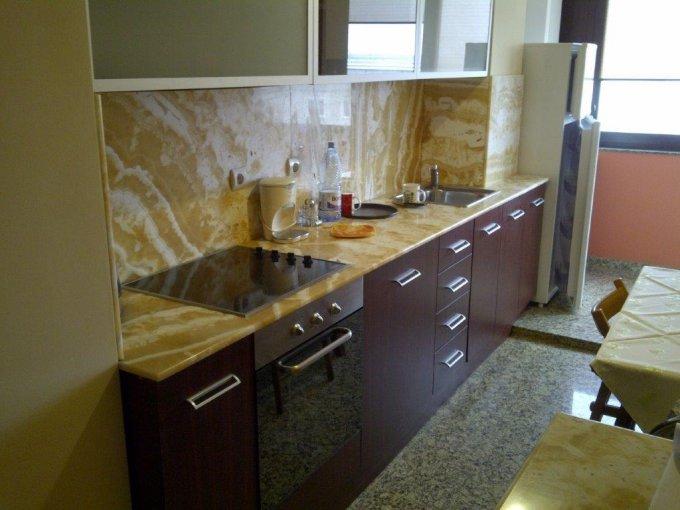 inchiriere Apartament Brasov cu 2 camere, cu 1 grup sanitar, suprafata utila 72 mp. Pret: 300 euro. Incalzire: Centrala proprie a locuintei.