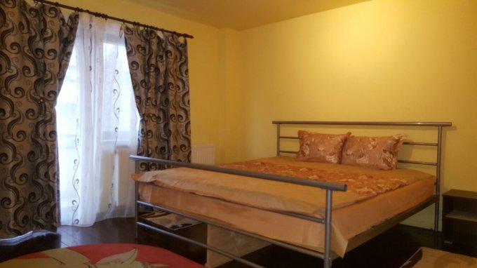 Duplex de inchiriat in Brasov cu 2 camere, cu 1 grup sanitar, suprafata utila 70 mp. Pret: 400 euro. Usa intrare: Metal. Usi interioare: Lemn. Mobilat modern.
