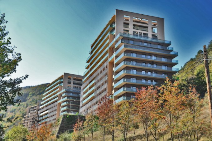 Apartament vanzare Brasov 2 camere, suprafata utila 96 mp, 1 grup sanitar, 2  balcoane. 84.900 euro negociabil. Etajul 2 / 12. Destinatie: Rezidenta, Birou, Comercial, Vacanta. Apartament Racadau Brasov