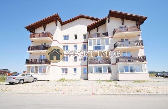 Apartament de inchiriat in Brasov cu 2 camere, cu 1 grup sanitar, suprafata utila 65 mp. Pret: 300 euro. Usa intrare: Metal. Usi interioare: Lemn. Semi-mobilat clasic.