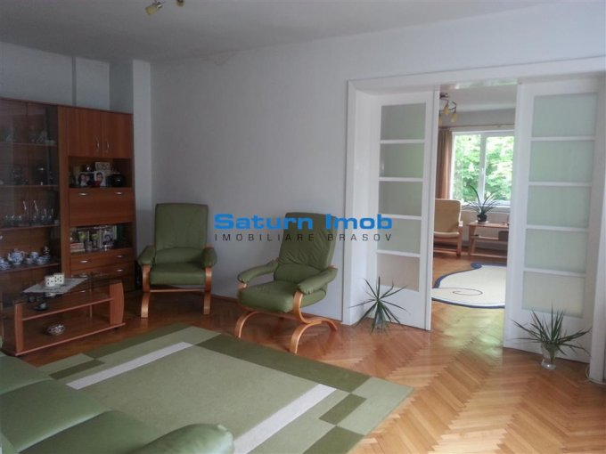 Apartament vanzare Centrul Istoric cu 3 camere, etajul 1 / 1, 1 grup sanitar, cu suprafata de 98 mp. Brasov, zona Centrul Istoric.