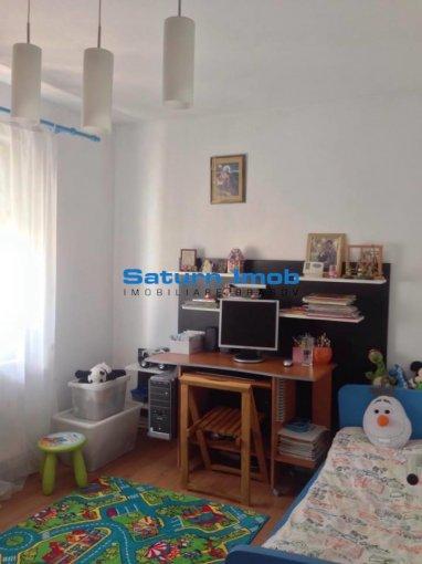 Apartament cu 3 camere de vanzare, confort 1, zona Florilor,  Brasov