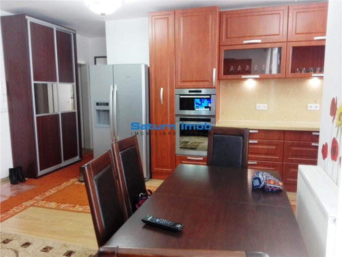 inchiriere Apartament Brasov cu 3 camere, cu 2 grupuri sanitare, suprafata utila 72 mp. Pret: 450 euro.