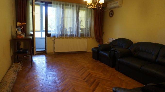 Apartament vanzare Brasov 3 camere, suprafata utila 77 mp, 1 grup sanitar, 1  balcon. 73.500 euro negociabil. Etajul 3 / 4. Destinatie: Rezidenta. Apartament Brasovul Vechi Brasov