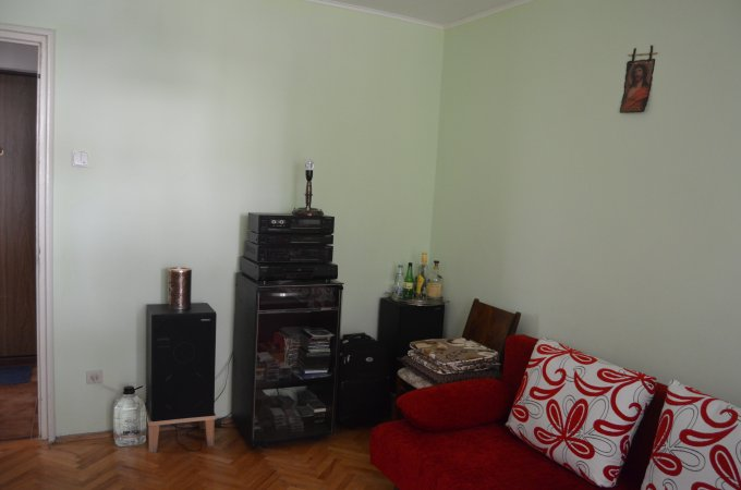 Apartament de vanzare in Predeal cu 3 camere, cu 1 grup sanitar, suprafata utila 55 mp. Pret: 51.500 euro.