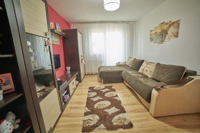 vanzare Apartament Brasov cu 3 camere, cu 1 grup sanitar, suprafata utila 56 mp. Pret: 59.800 euro. Incalzire: Centrala proprie a locuintei.