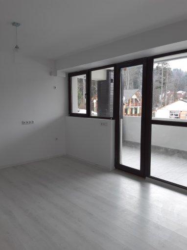 Apartament de vanzare in Predeal cu 3 camere, cu 2 grupuri sanitare, suprafata utila 75 mp. Pret: 70.000 euro.