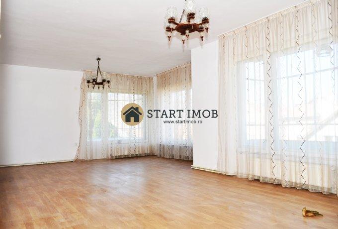 Apartament de vanzare direct de la agentie imobiliara, in Brasov, in zona Centrul Istoric, cu 122.000 euro. 2  balcoane, 2 grupuri sanitare, suprafata utila 170 mp.