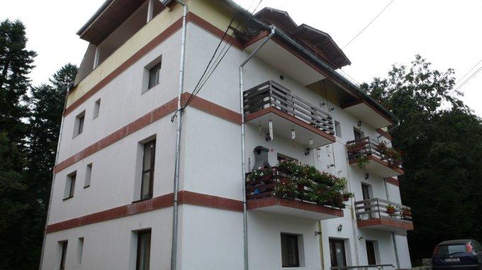 Apartament de vanzare in Predeal cu 3 camere, cu 1 grup sanitar, suprafata utila 67 mp. Pret: 52.000 euro.