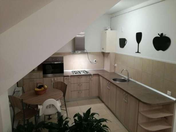 Apartament de vanzare in Sanpetru cu 3 camere, cu 1 grup sanitar, suprafata utila 78 mp. Pret: 55.000 euro negociabil. Usa intrare: Metal. Usi interioare: Lemn.