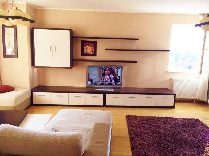 Apartament de inchiriat in Brasov cu 3 camere, cu 2 grupuri sanitare, suprafata utila 112 mp. Pret: 680 euro.