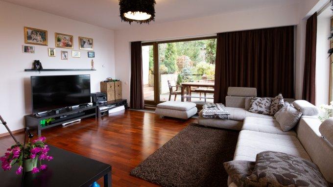 Apartament de vanzare in Brasov cu 3 camere, cu 2 grupuri sanitare, suprafata utila 101 mp. Pret: 229.000 euro. Usa intrare: Metal. Usi interioare: Lemn.
