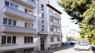 vanzare apartament cu 3 camere, decomandat, in zona Centrul Civic, orasul Brasov