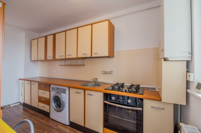 Apartament de vanzare direct de la agentie imobiliara, in Brasov, in zona Calea Bucuresti, cu 68.800 euro negociabil. 1 grup sanitar, suprafata utila 70 mp.