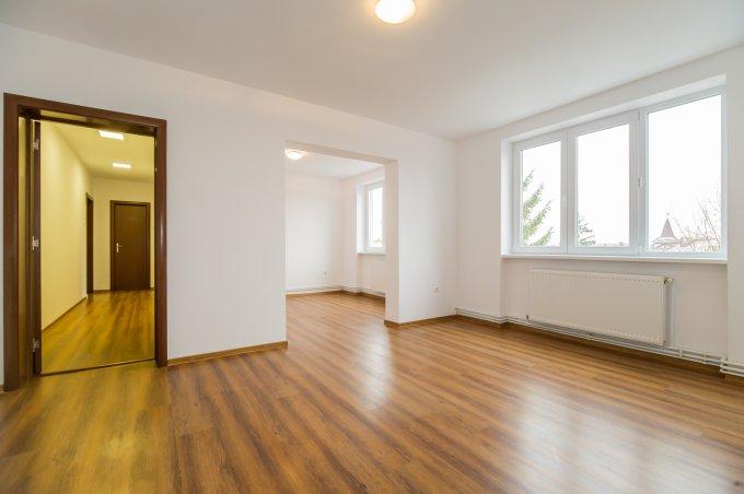 Apartament vanzare Astra cu 4 camere, etajul 4, 2 grupuri sanitare, cu suprafata de 76 mp. Brasov, zona Astra.