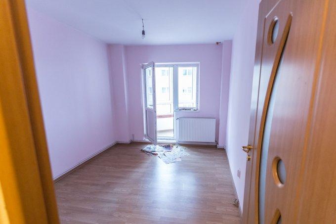 Apartament vanzare Brasov 4 camere, suprafata utila 95 mp, 2 grupuri sanitare, 2  balcoane. 98.700 euro. Etajul 4 / 8. Apartament Centrul Civic Brasov