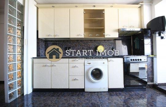 Apartament de inchiriat direct de la agentie imobiliara, in Brasov, in zona Grivitei, cu 500 euro. 2  balcoane, 2 grupuri sanitare, suprafata utila 112 mp. Semi-mobilat clasic.