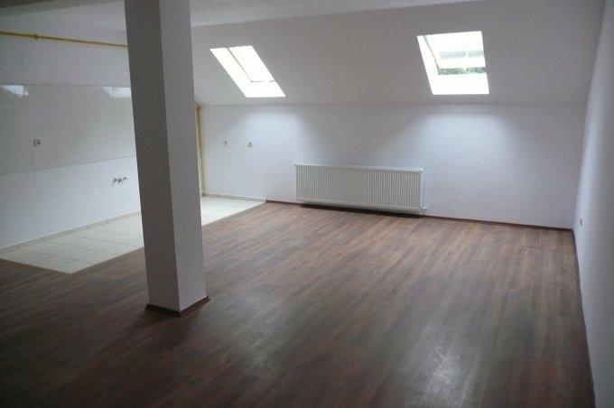 vanzare Apartament Predeal cu 4 camere, cu 1 grup sanitar, suprafata utila 123 mp. Pret: 60.000 euro. Incalzire: Centrala proprie a locuintei.