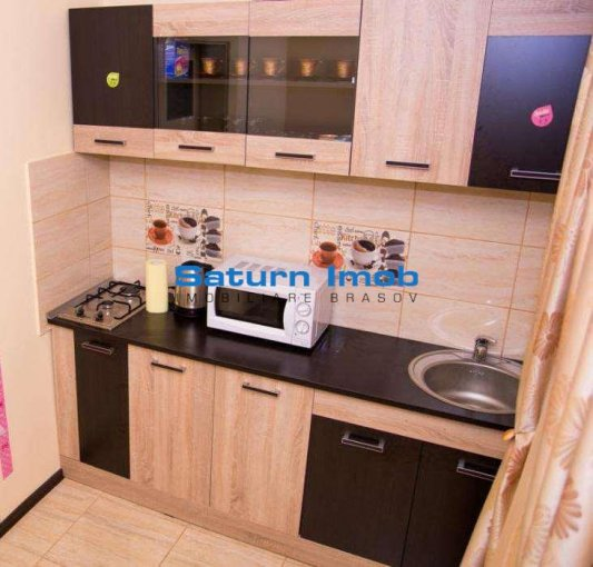 Apartament vanzare 13 Decembrie cu 5 camere, etajul 2 / 2, 2 grupuri sanitare, cu suprafata de 130 mp. Brasov, zona 13 Decembrie.