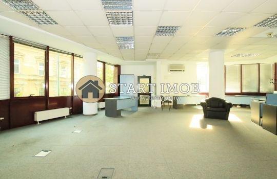 inchiriere birou cu 1 camera, 1 grup sanitar, suprafata de 200 mp. In orasul Brasov, zona Centrul Civic.