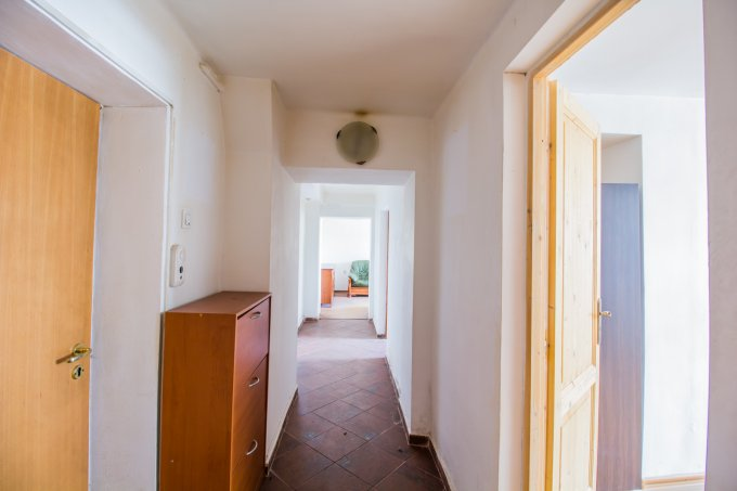 Birou de vanzare Brasov cu 2 camere, cu 1 grup sanitar, suprafata 56 mp. Pret: 39.600 euro.
